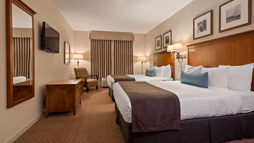 Best Western Plus Chemainus Inn - Guest Room with 2 queen beds, keurig coffee maker, mini fridge
