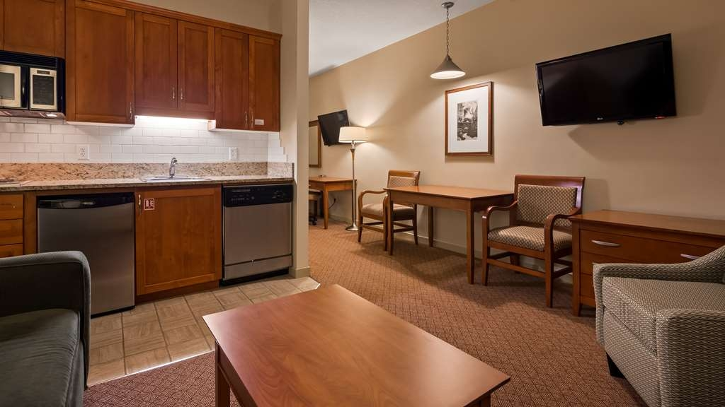 Best Western Plus Chemainus Inn - Our single queen suites offer comfort, style, and affordability. They are our signature rooms, and are among the best Vancouver Island accommodations.