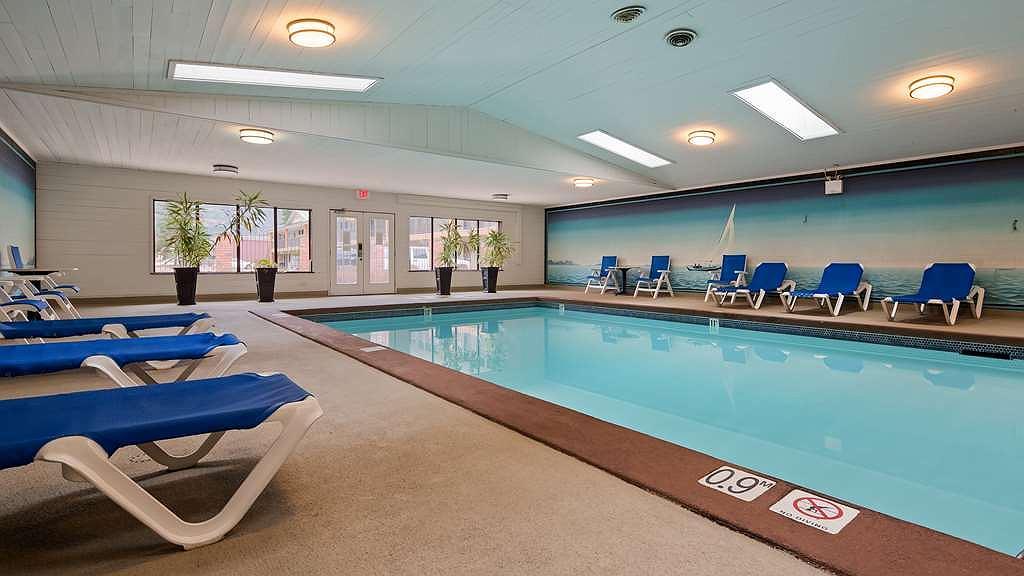 Best Western Salmon Arm Inn - Vista de la piscina