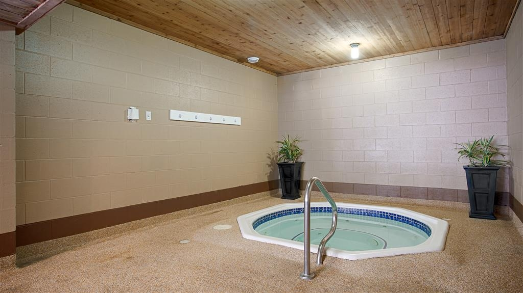 Best Western Salmon Arm Inn - Vista de la piscina
