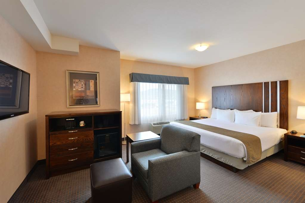 Best Western Cranbrook Hotel - Our King guest room contains one king size bed, desk and an armchair.