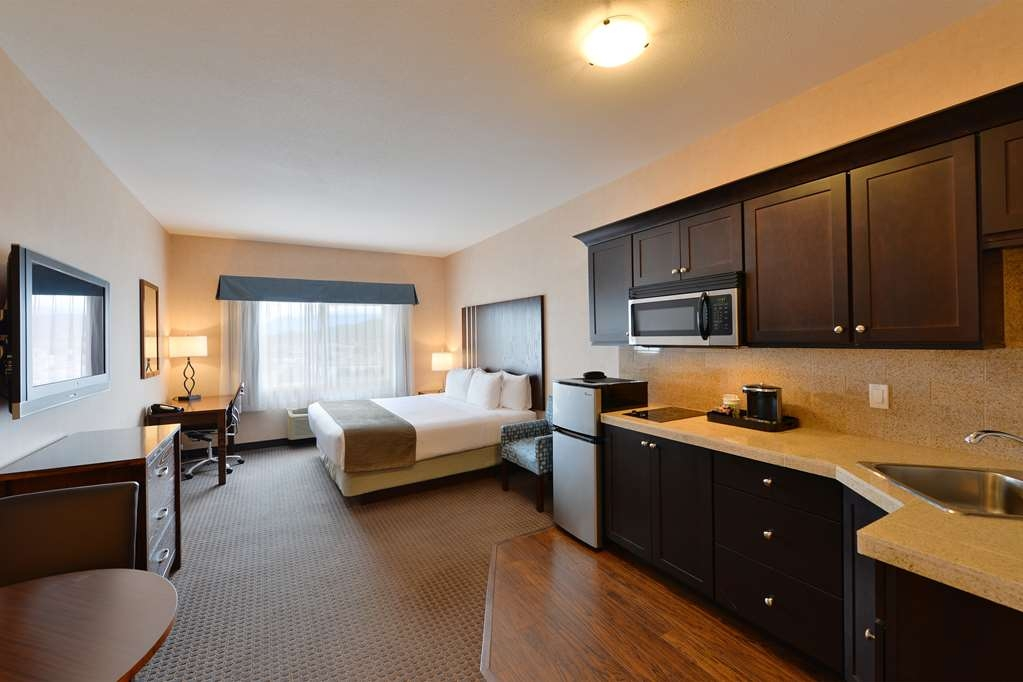 Best Western Cranbrook Hotel - Our studio guest room with kitchen contains a microwave, stovetop & refrigerator with a small freezer. One King Bed