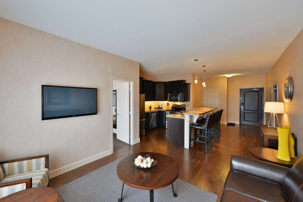 Best Western Cranbrook Hotel - This condo suite has one king bed & pull out sofa, beautiful kitchen with full-size refrigerator, dishwasher, oven/stovetop & microwave with a breakfast bar.