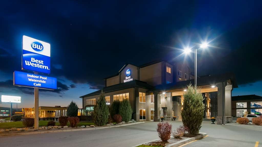 Best Western Cranbrook Hotel - Hotel Exterior - Night Time