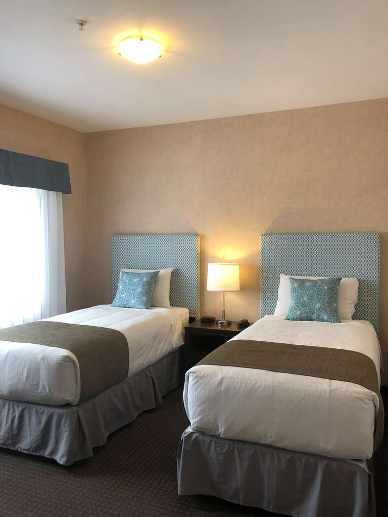 Best Western Cranbrook Hotel - This suite has a lounge space, kitchen, dinning and king bed in the main area with 2 twin-XL beds in a separate bedroom.