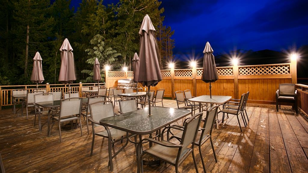 Best Western Plus Valemount Inn & Suites - Patio
