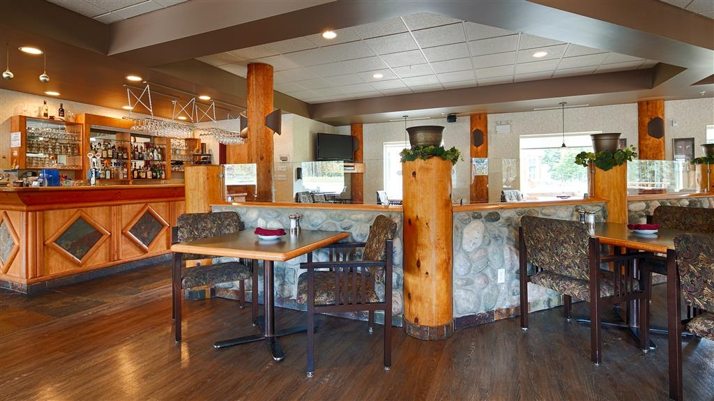 Best Western Plus Valemount Inn & Suites - Bar/Lounge
