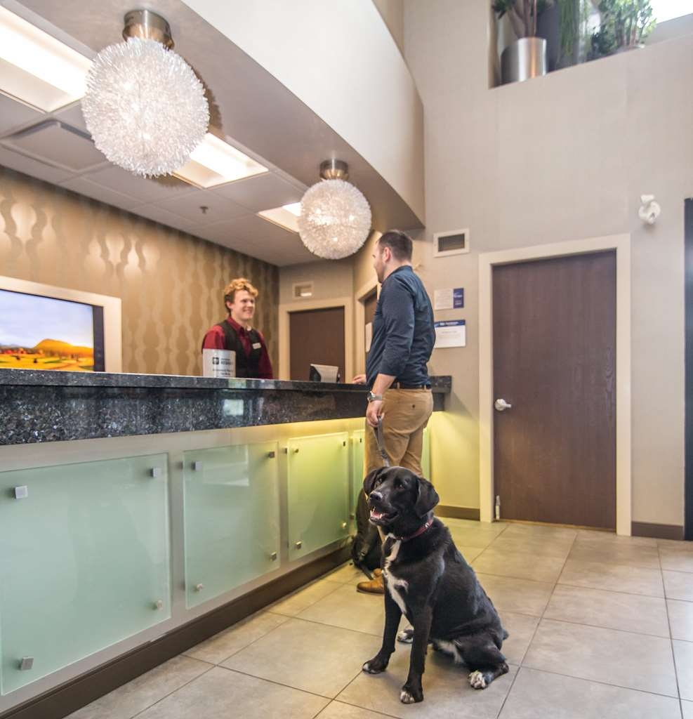 Best Western Plus Wine Country Hotel & Suites - Hall