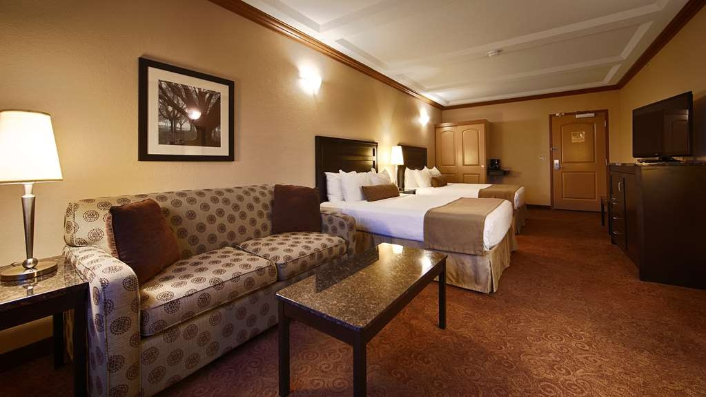 Best Western Plus Kamloops Hotel - Standard Guest Room with Two Queen Beds and Sofa Bed