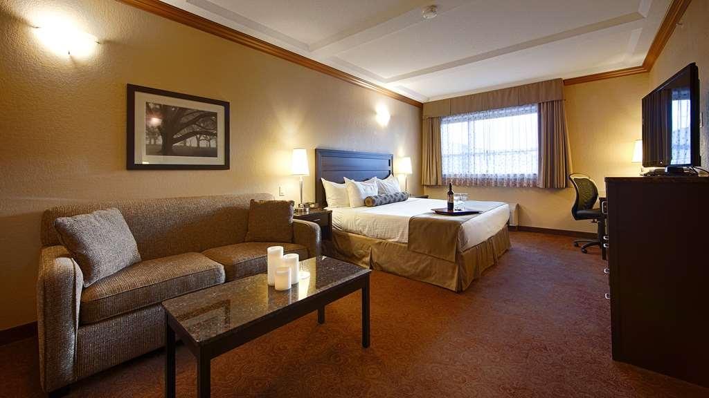 Best Western Plus Kamloops Hotel - Top Floor King Guest Room