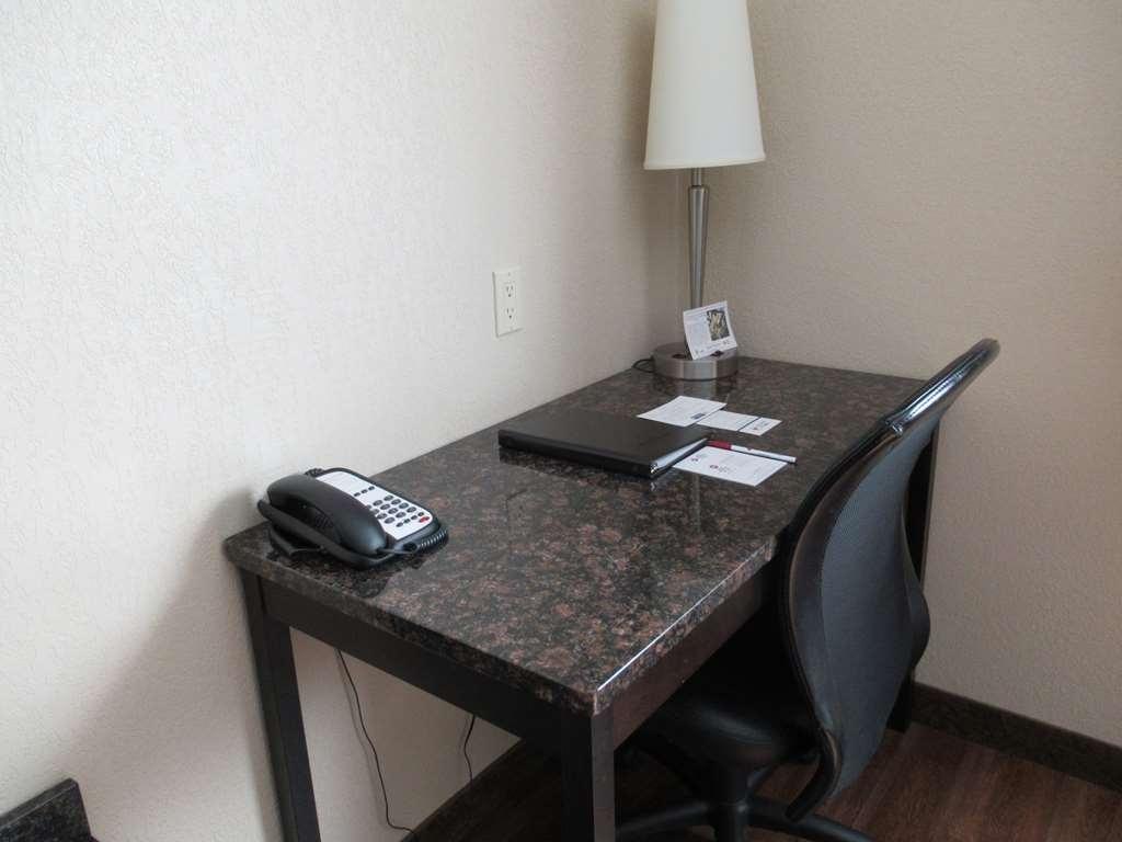 Best Western Plus Kamloops Hotel - Guest Room Working Desk