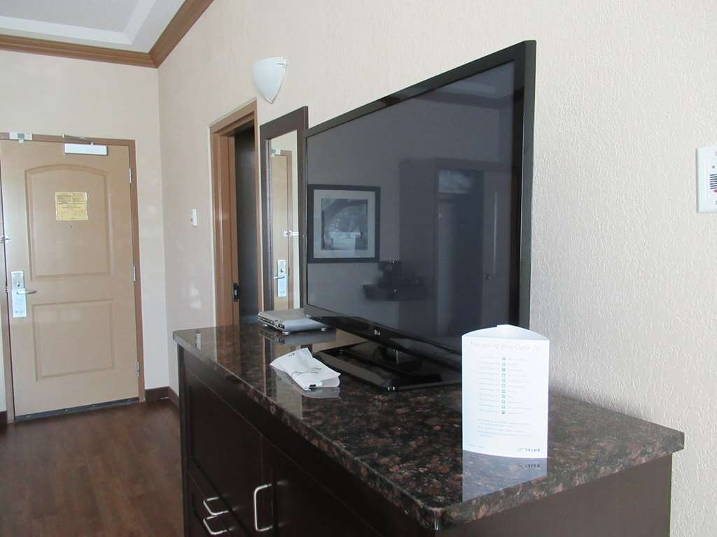 """Best Western Plus Kamloops Hotel - 42"""" HDTV in all guest rooms with Optik HDTV and 30/30 WIFI"""