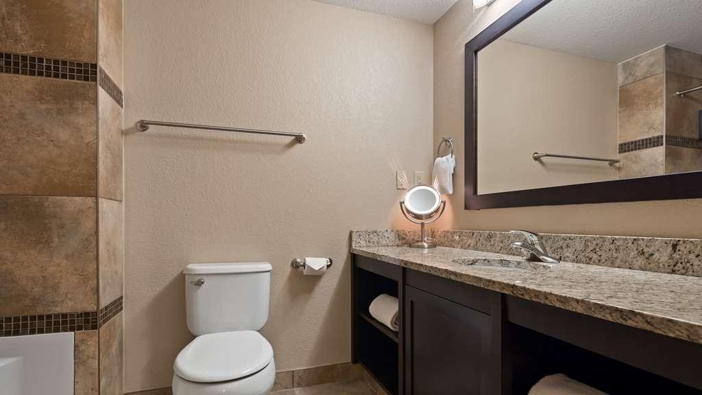 Best Western Plus Kamloops Hotel - Guest Bathroom (Suites)