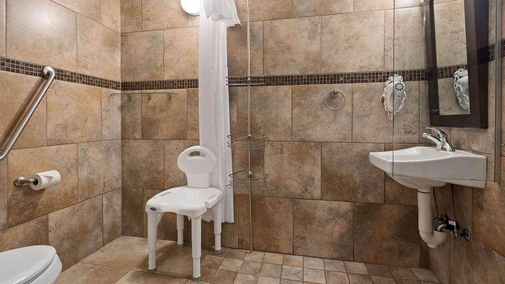Best Western Plus Kamloops Hotel - Guest Bathroom - roll in shower - accessible rooms
