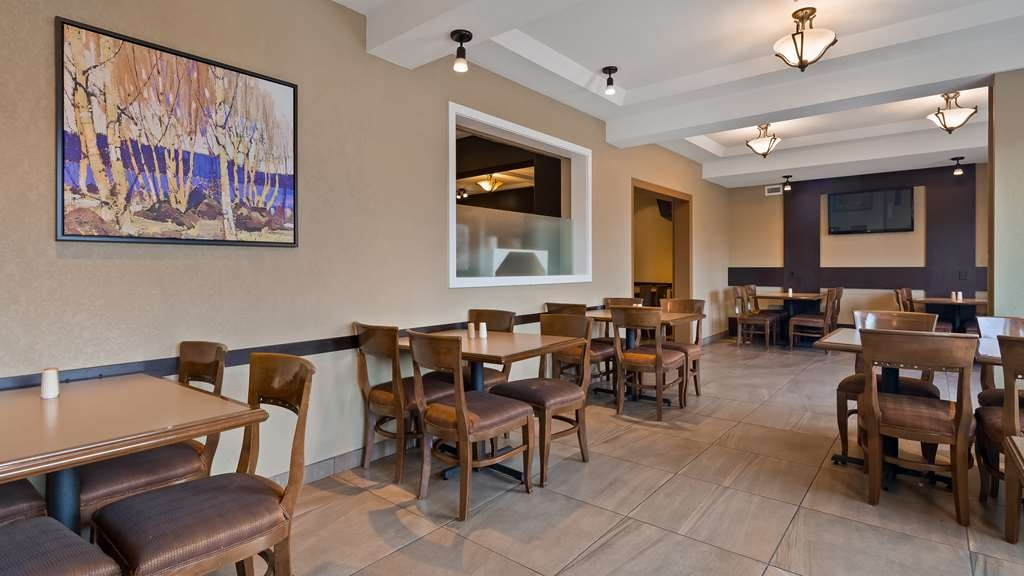 Best Western Plus Kamloops Hotel - Breakfast Area (expanded seating)
