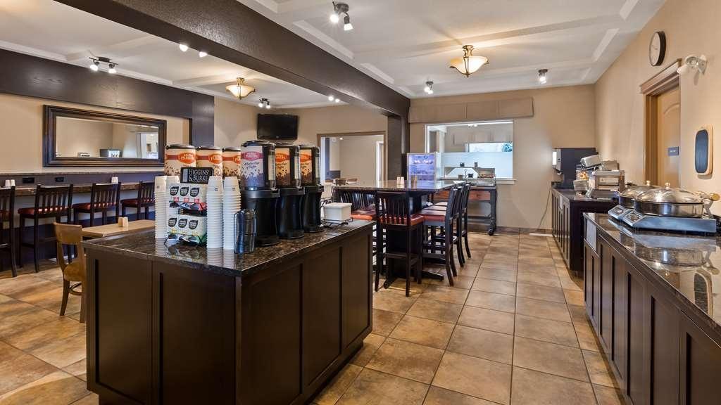 Best Western Plus Kamloops Hotel - Breakfast Bar