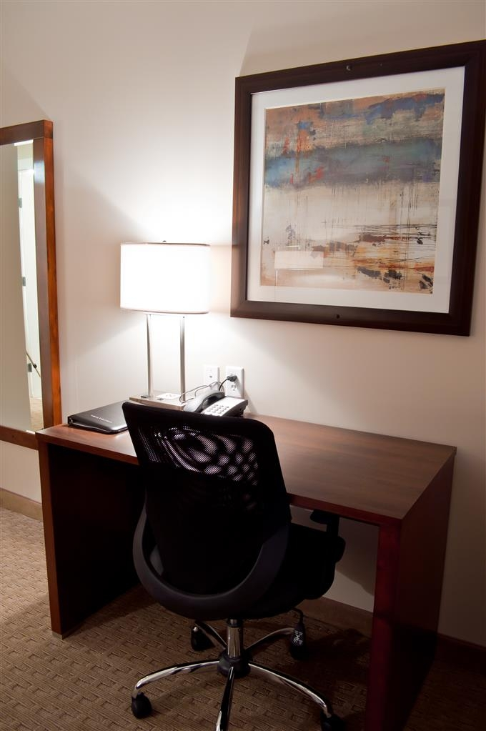 Best Western Plus Revelstoke - Guest Room Desk