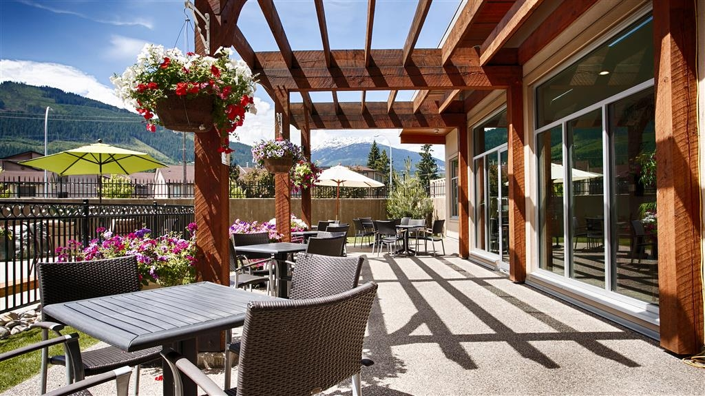Best Western Plus Revelstoke - Beautiful and Relaxing Patio