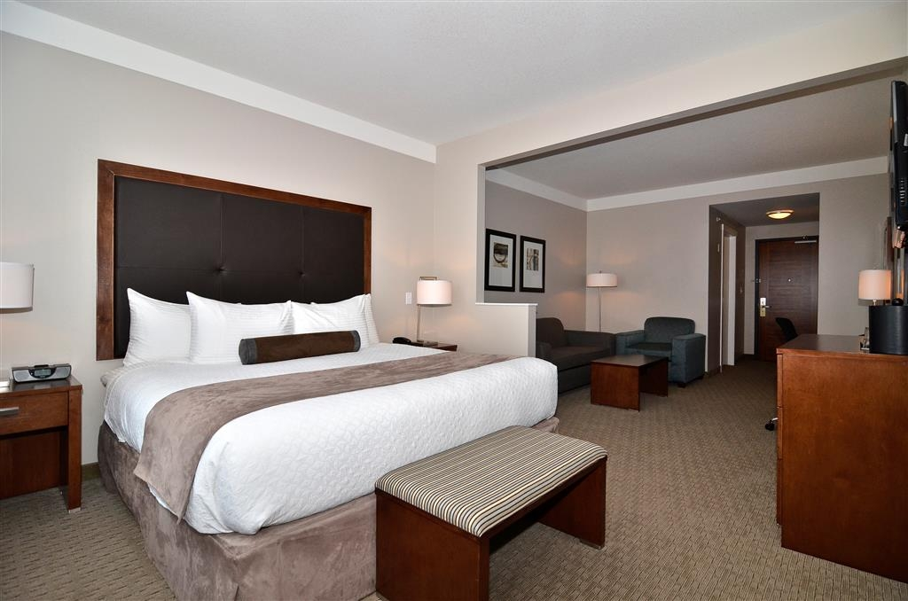 Best Western Plus Revelstoke - King Suite with Seating Area