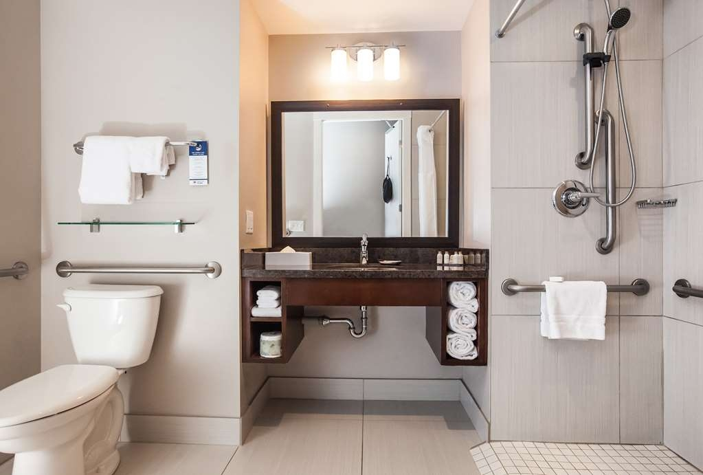 Best Western Plus Revelstoke - Accessible Bathroom with Roll in Shower