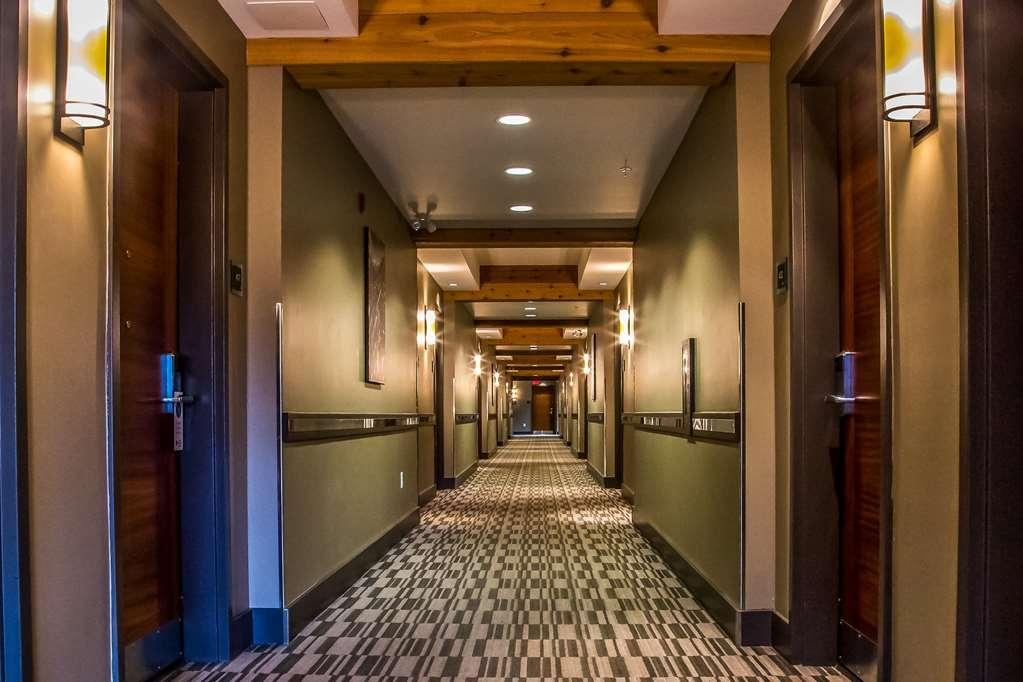 Best Western Plus Revelstoke - Interior Hallway