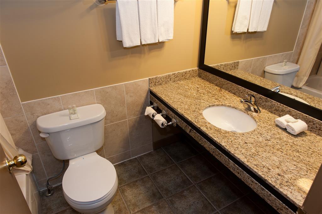 Best Western Maple Ridge Hotel - Bad des Gästezimmers