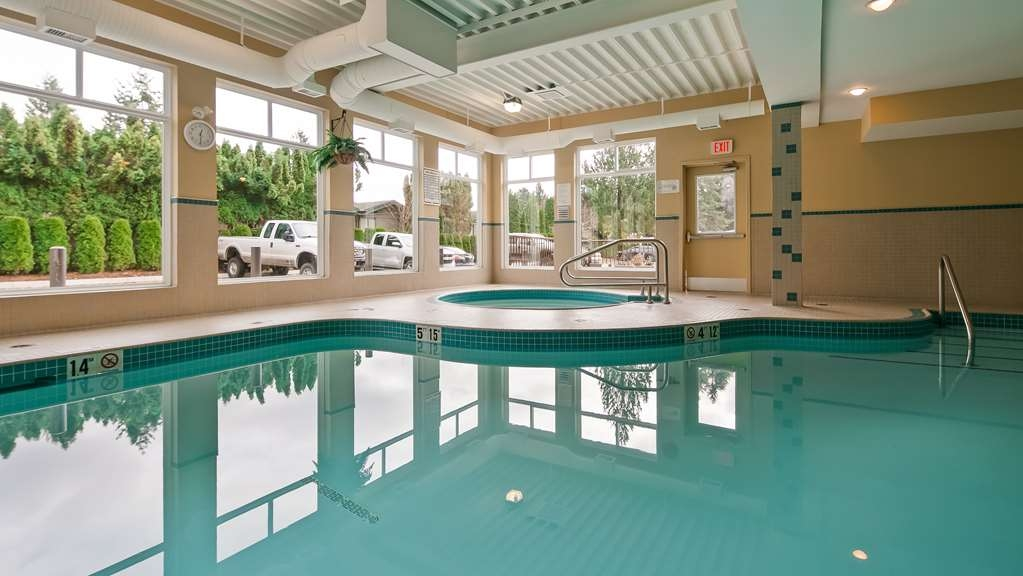 Best Western Maple Ridge Hotel - Vue de la piscine