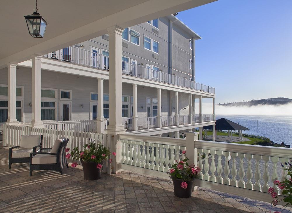 Prestige Oceanfront Resort, BW Premier Collection - Enjoy a morning coffee while watching the harbour seals.