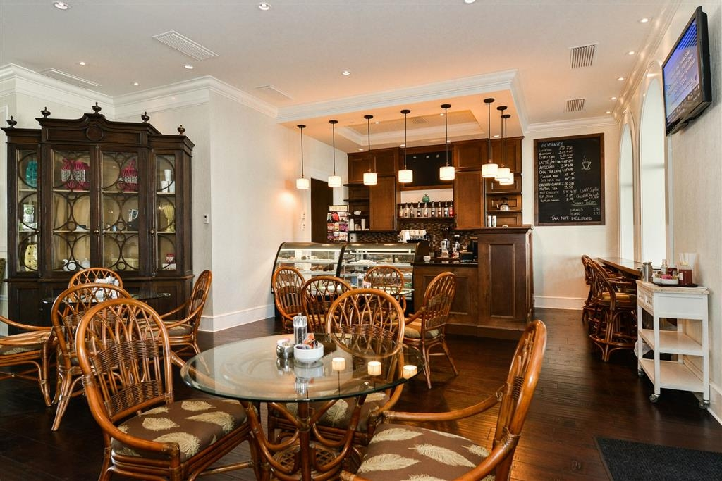 Prestige Oceanfront Resort, BW Premier Collection - café