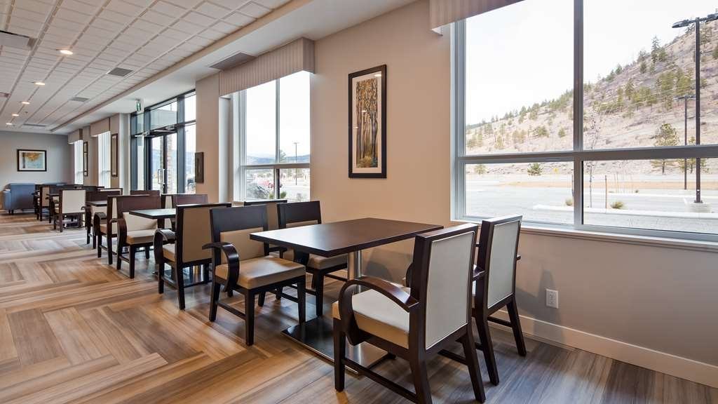 Best Western Plus Merritt Hotel - Plenty of seating is available in our over sized breakfast room which can be used as a social gathering area in the evenings.
