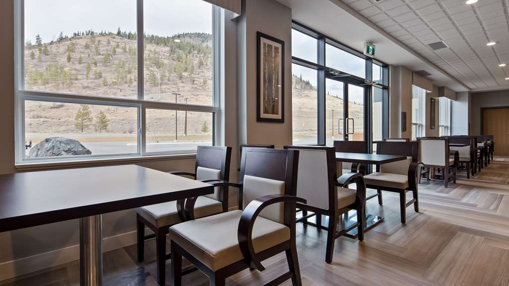 Best Western Plus Merritt Hotel - Enjoy the mountain views right outside your window while having breakfast.