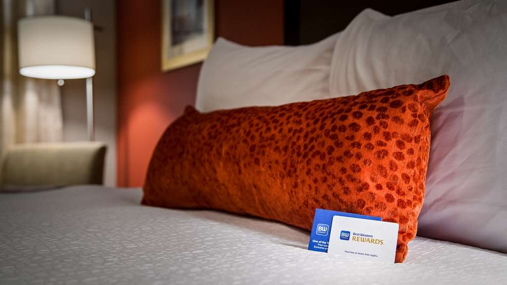 Best Western Plus Merritt Hotel - Sink into our comfortable beds each night and wake up feeling completely refreshed.