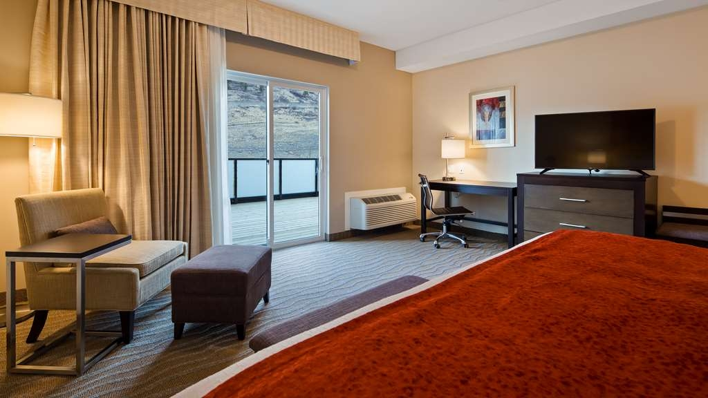 Best Western Plus Merritt Hotel - Your comfort is our first priority. In our King Guest room with Patio, you will find that and much more.