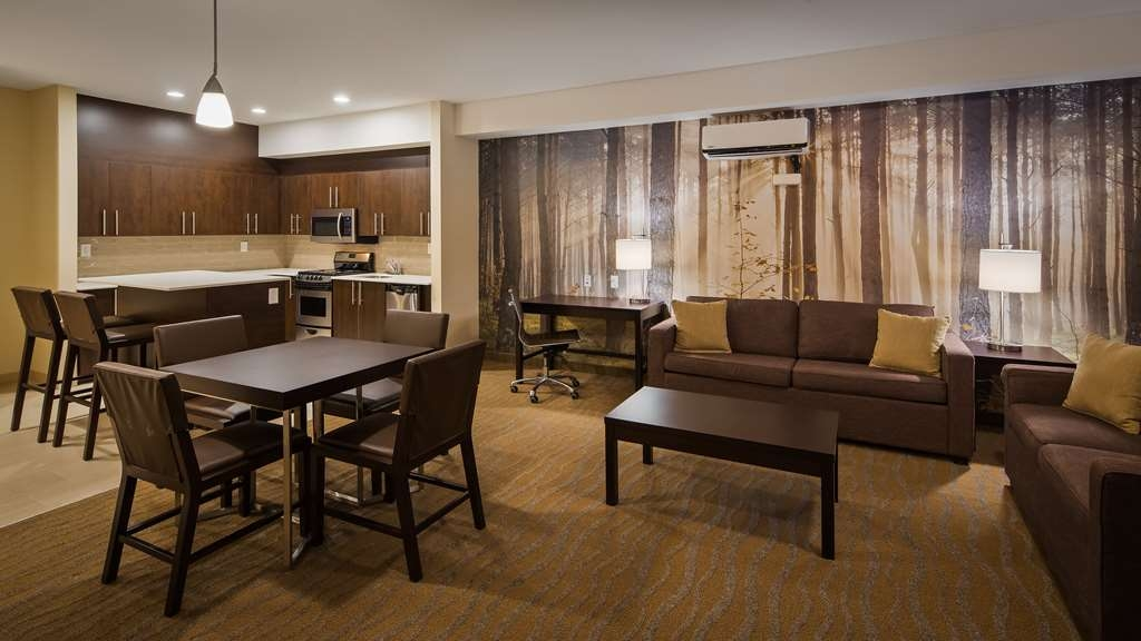 Best Western Plus Merritt Hotel - Our Two Bedroom suites sleep 6 and can accommodate a family with ease.