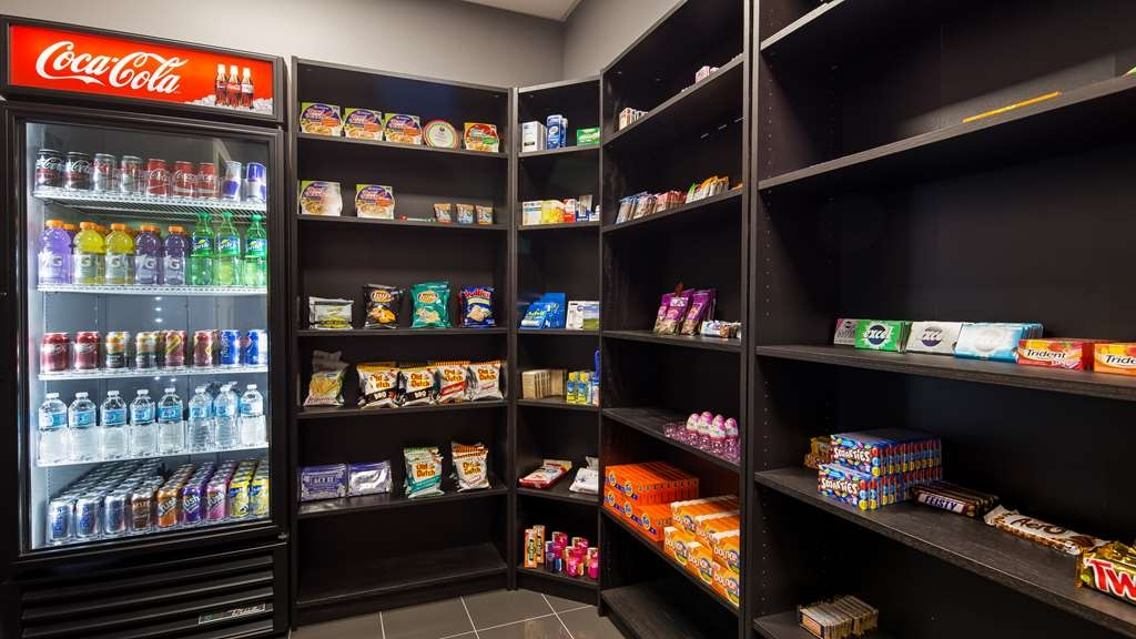 Best Western Plus Merritt Hotel - Craving a snack or something to drink? Visit our sundry room for tasty treat.