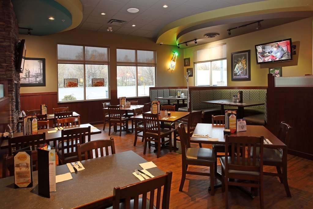 Best Western Pacific Inn - Welcome to Ricky's Day and Grill, serving a variety of menu options.