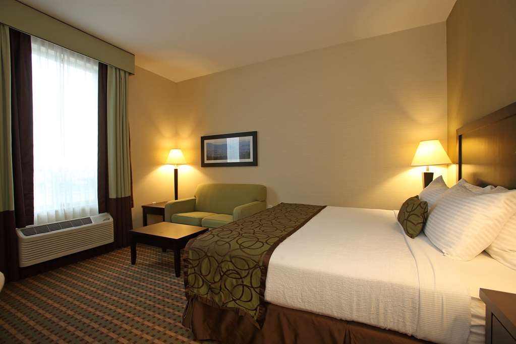 Best Western Pacific Inn - At the end of a long day, relax in our clean, fresh guest rooms.