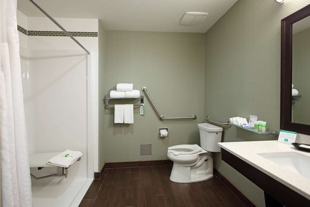 Best Western Pacific Inn - We designed our mobility accessible rooms for easy wheelchair access - these rooms come with either a walk in or roll in shower.