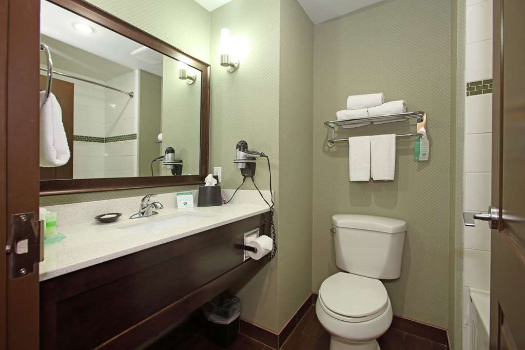 Best Western Pacific Inn - All guest bathrooms have a large vanity with plenty of room to unpack the necessities.