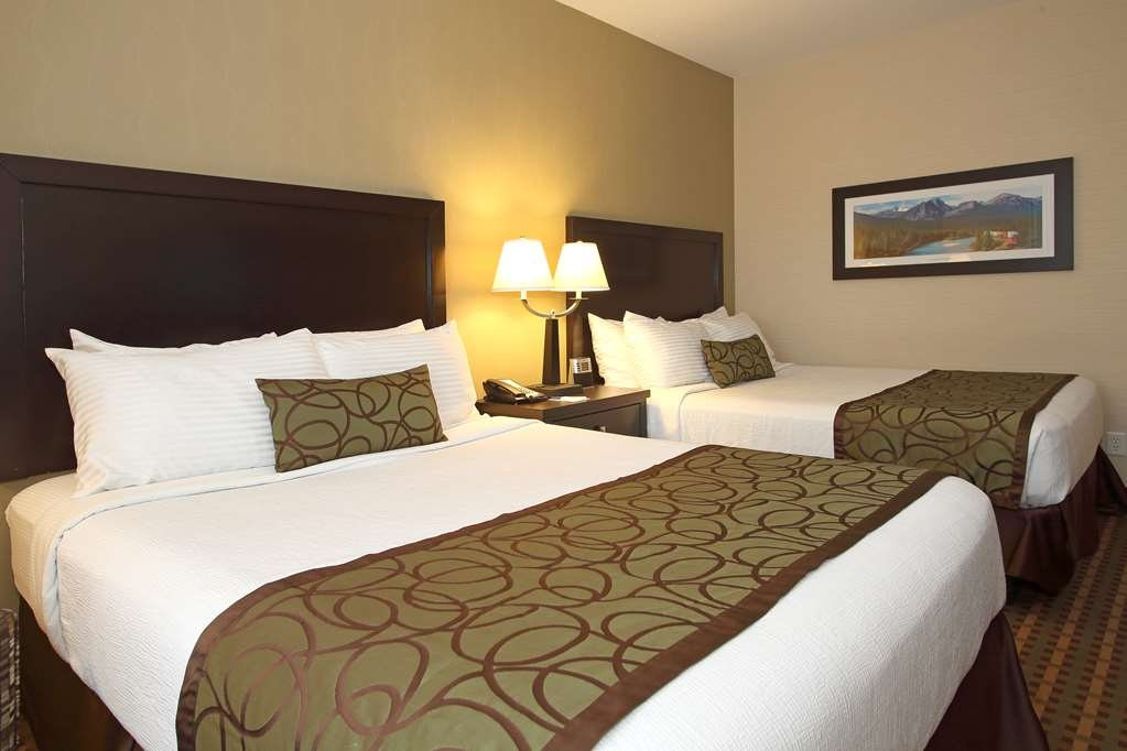 Best Western Pacific Inn - Our Two Queen Guest Room was designed with an open concept, ensuring you have enough room without sacrificing comfort.