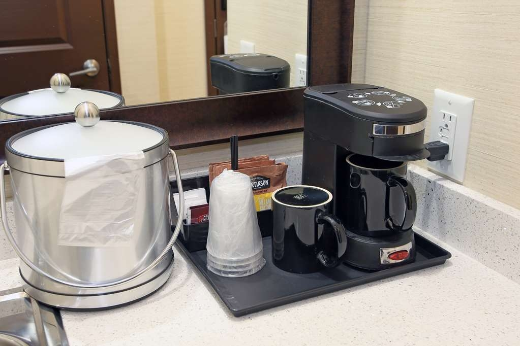 Best Western Pacific Inn - All of our guest rooms come with an in room coffee/tea maker.