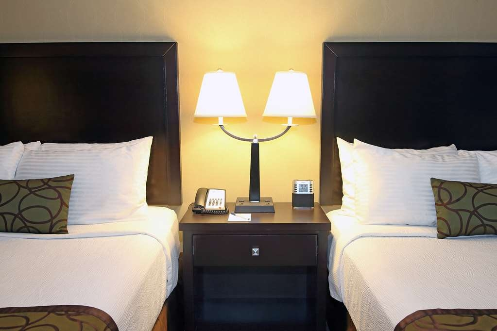 Best Western Pacific Inn - Pull back the covers, hop in and catch your favorite TV show in our Two Queen Guest Room.