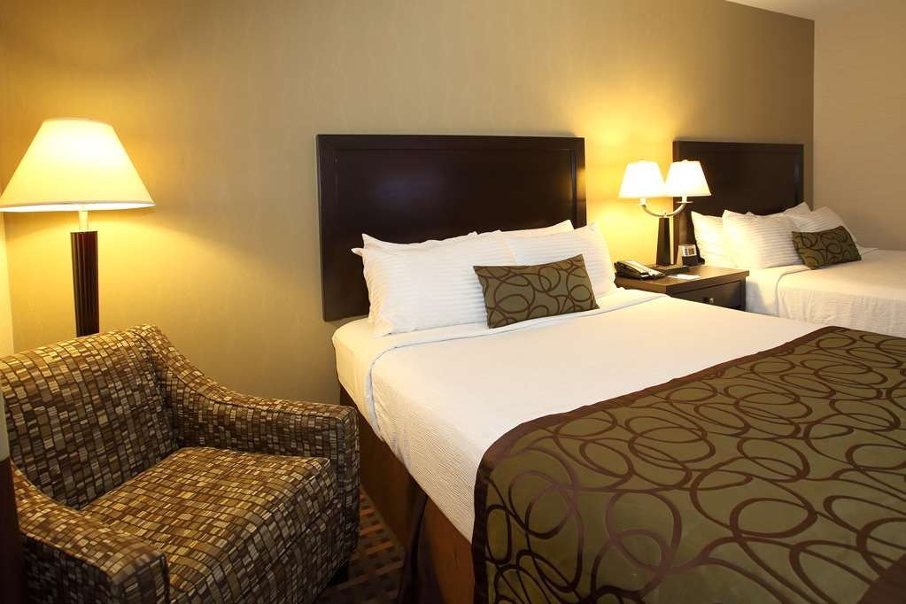 Best Western Pacific Inn - Our standard Two Queen Guest Room offers the comforts of home with a few added amenities that will make your stay extra special.