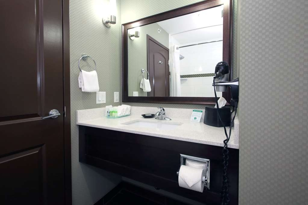 Best Western Pacific Inn - We take pride in making everything spotless for your arrival.