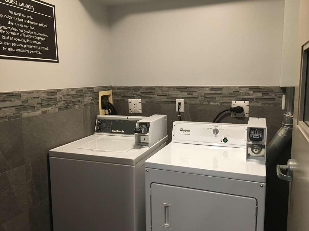 Best Western Plus Pitt Meadows Inn & Suites - Guest Laundry