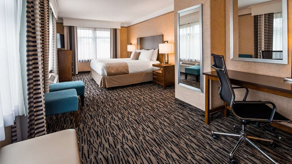 Best Western Plus Pitt Meadows Inn & Suites - Large King guest room