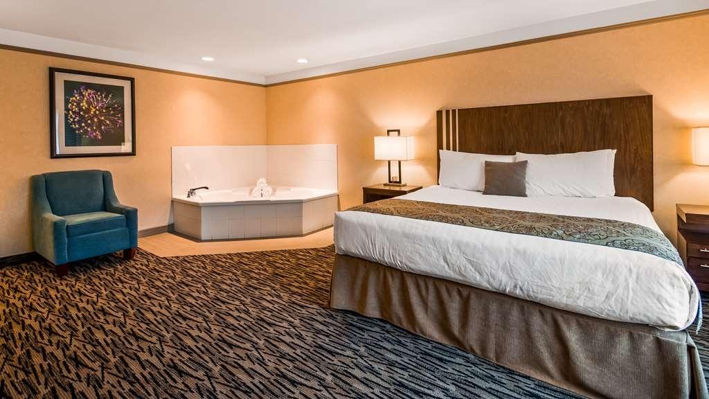 Best Western Plus Pitt Meadows Inn & Suites - King Whirlpool Suite