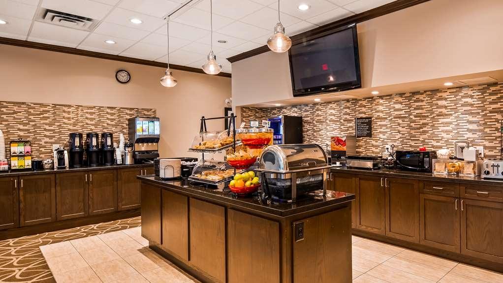 Best Western Plus Pitt Meadows Inn & Suites - Breakfast Bar