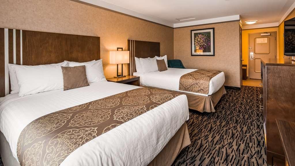 Best Western Plus Pitt Meadows Inn & Suites - Standard Queen Guest Room