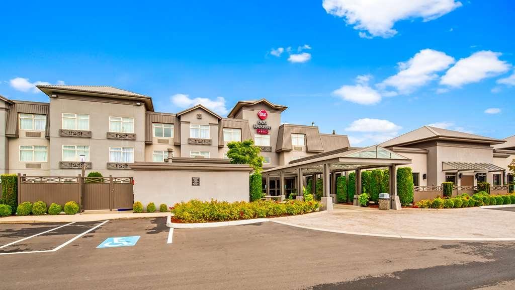 Best Western Plus Pitt Meadows Inn & Suites - Hotel Exterior